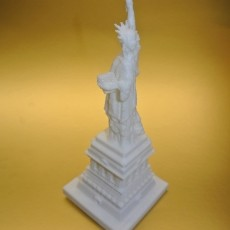 Picture of print of Statue of Liberty in Manhattan, New York