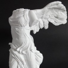 Picture of print of Winged Victory of Samothrace at The Louvre, Paris Esta impresión fue cargada por Heck Jeck