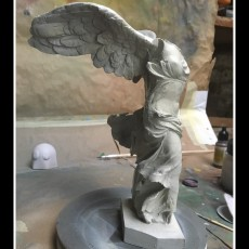 Picture of print of Winged Victory of Samothrace at The Louvre, Paris Esta impresión fue cargada por Loulou