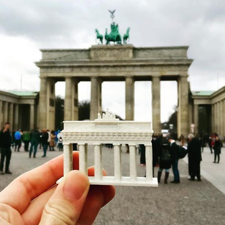 Brandenburg Gate (Simple)