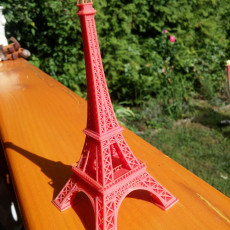 Picture of print of eiffel tower