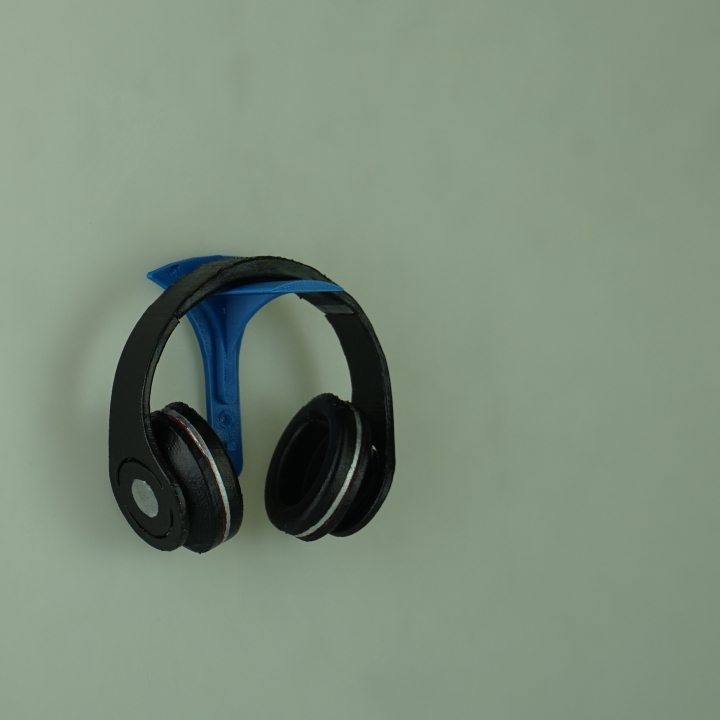 Clean, stealthy headphone stand