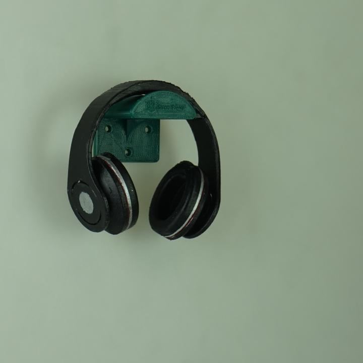 simplistic headphone holder designed by Jack Durham
