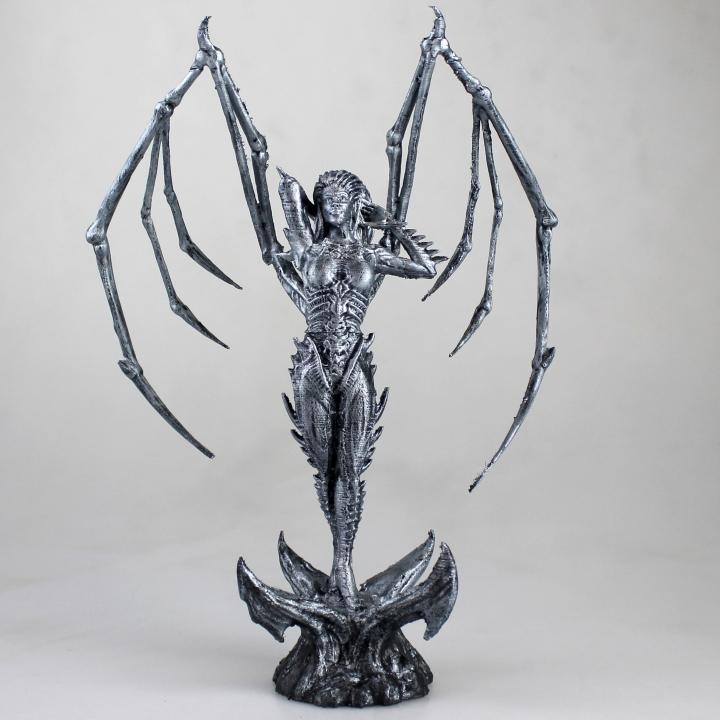 Starcraft KERRIGAN statue
