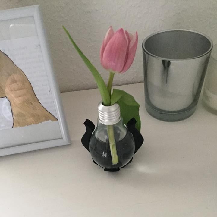 Upcycled Lightbulb Stand 2