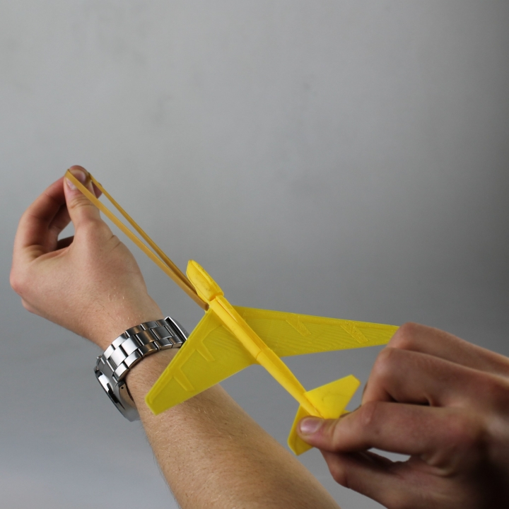 B52 Flying Glider Powered by an Elastic Band