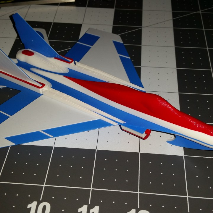 MiG-29 Flying Glider Powered by an Elastic Band