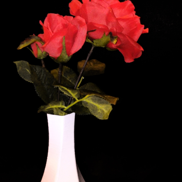 Pentha Vase