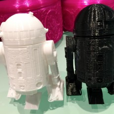 Picture of print of R2D2 Salt and pepper shaker