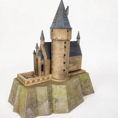 Picture of print of Hogwarts Castle lamp