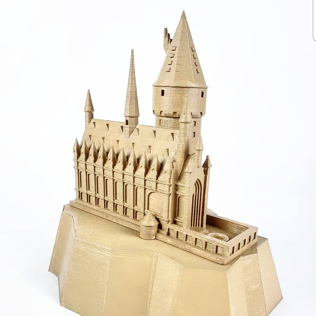 3D Printable Hogwarts Castle Lamp By MiniWorld 3D