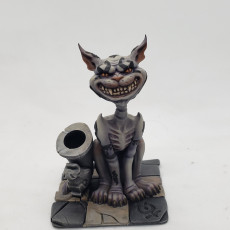 Picture of print of Cheshire cat. pen holder