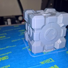 Picture of print of Portal Companion Cube (derivative, with hearts) Dieser Druck wurde hochgeladen von Drew Lakebrink