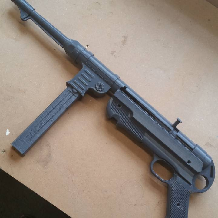3D Printable MP40 - Maschinenpistolen 40 by Daniel Lilygreen