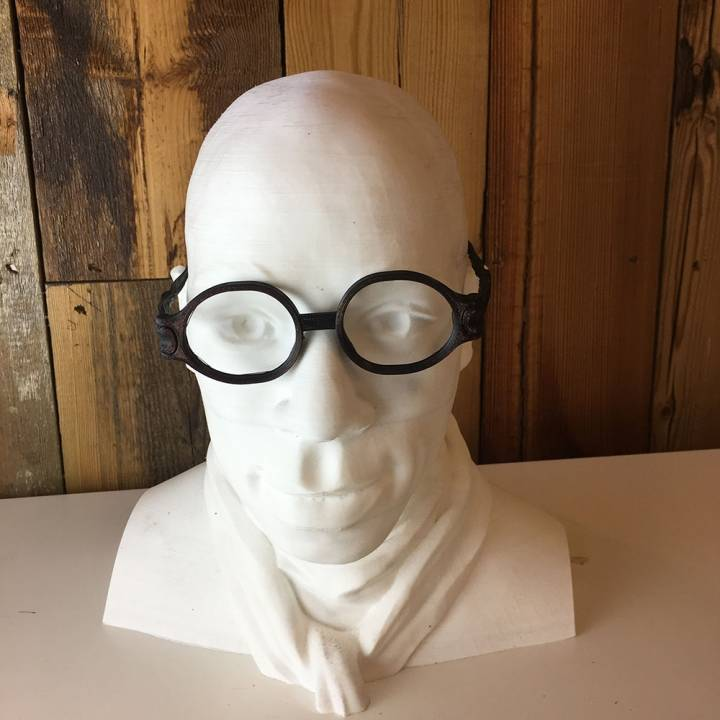 Twisted Round Articulated Glasses