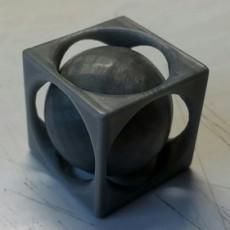 Sphere Emprisonnee - Imprisoned Sphere