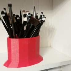 Wide makeup brush holder