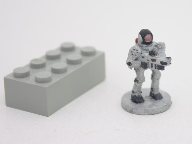 Robot with gun (18mm scale)