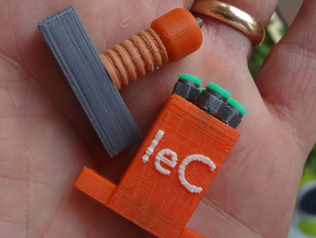 EffeSino e AccaDino - (FlusSino e HotenDino) 4 colors IeC gadgets for Maker Faire Rome 2015