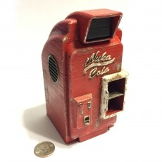 Fallout 4 Nuka-Cola Machine (1:18 Scale) with Nuka-Cola Bottle