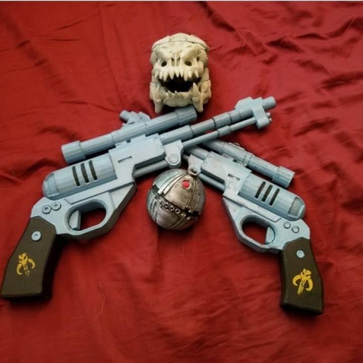 3D Printable Star Wars DE-10 Blaster Pistol by Matt Lewis