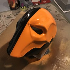 Picture of print of Deathstroke mask Arkham Origins with Back Piece