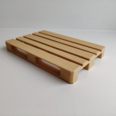 Picture of print of 3D-printed scale model of EUR pallet (made of wood-based filament)