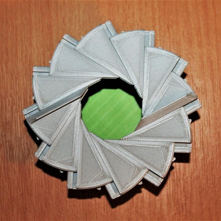 12 Leaf Aperture Box