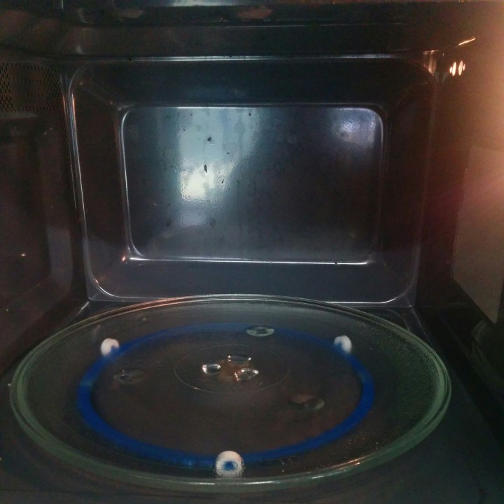 Microwave turntable support