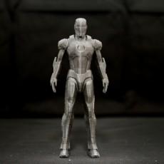 Iron Man ( Mark 7 )