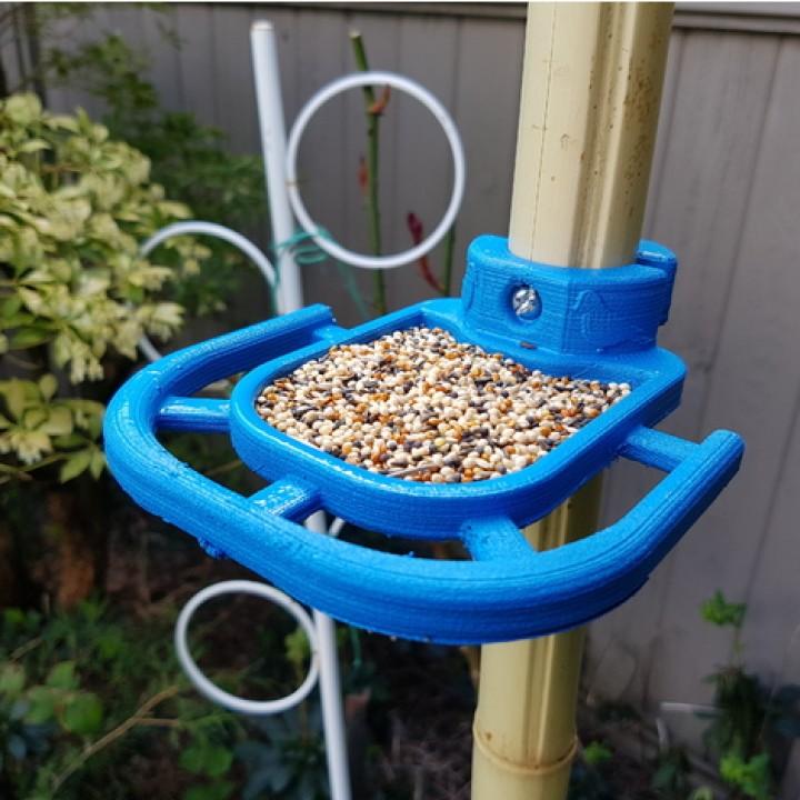 Pole Mounted Bird Feeder