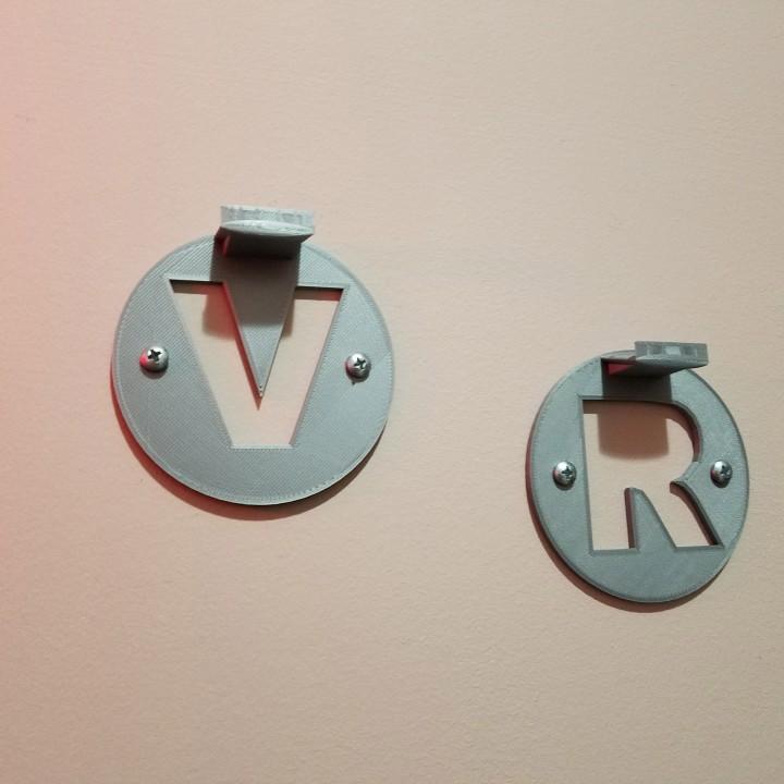 3D Printable Simple WMR VR Controller Wall Mounts by A D Wheeler