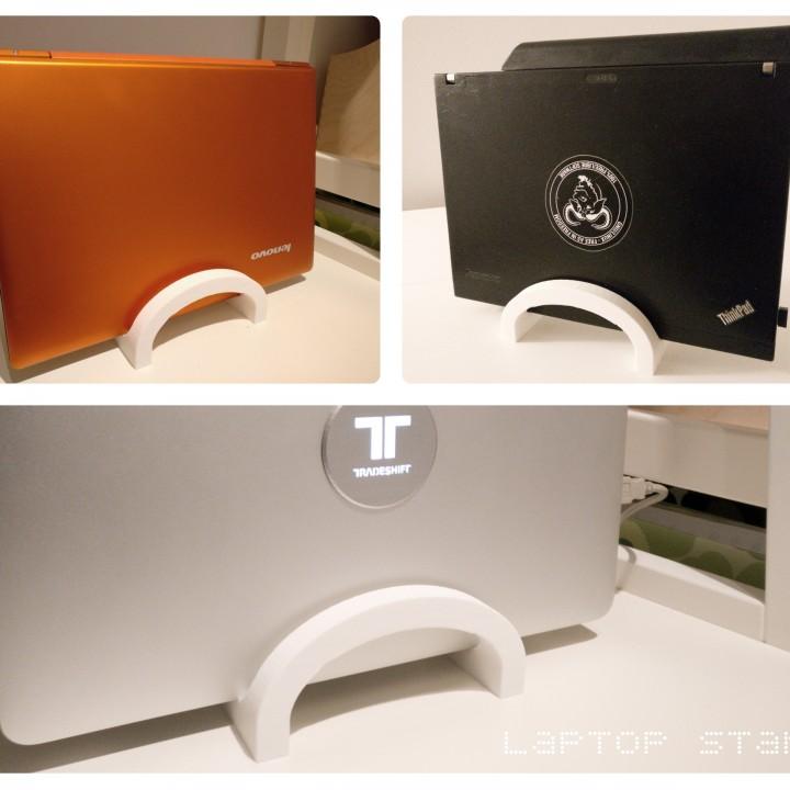Universal laptop stand / holder