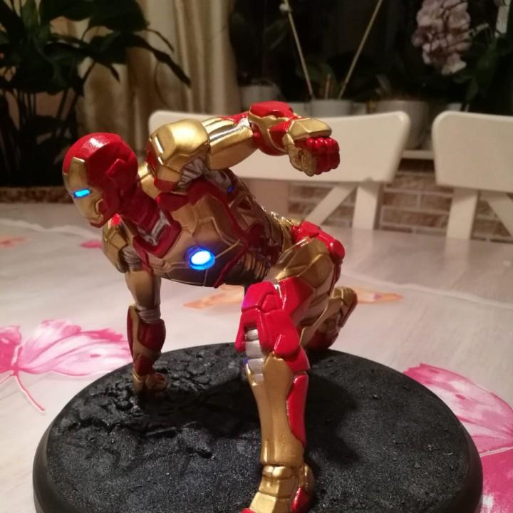 Iron Man MK42 - Super Hero Landing Pose --- with lights