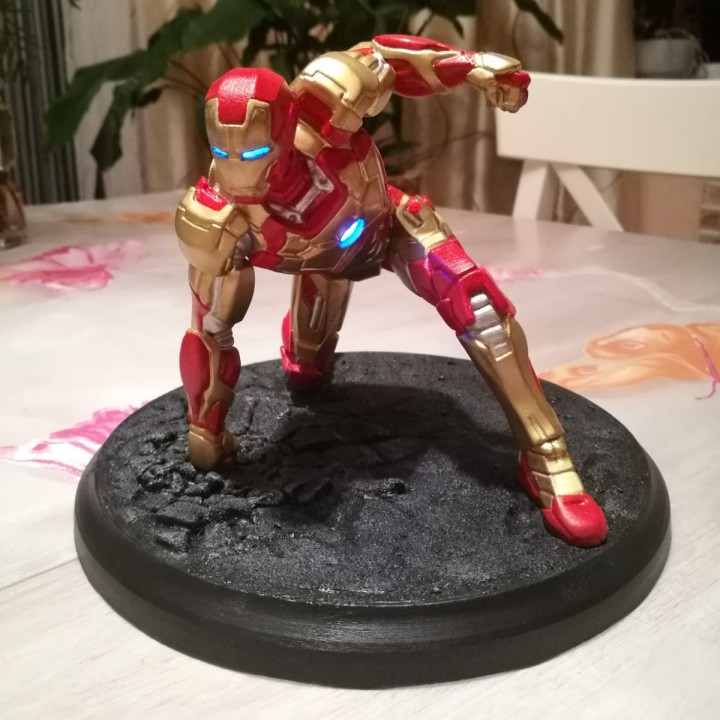 Iron Man MK42 - Super Hero Landing Pose --- with lights