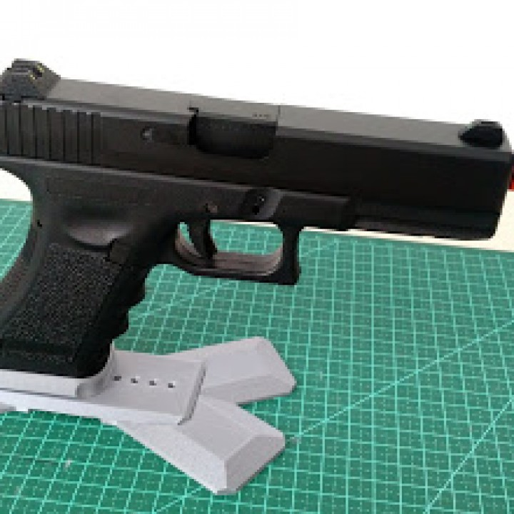 3D Printable Glock GBB Display Stand by Paulo Drugos