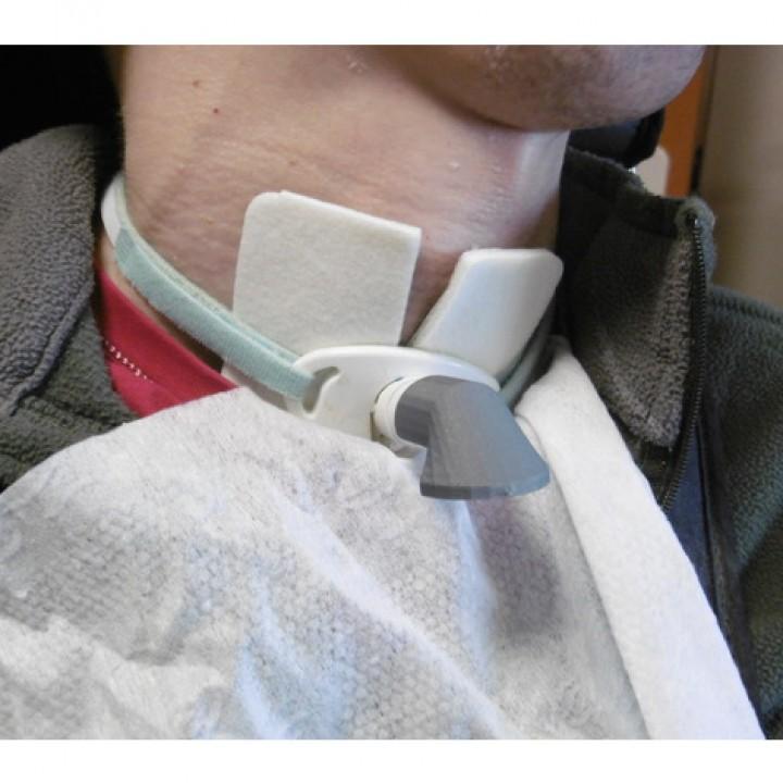 Sputum's deflector for tracheotomy / déflecteur de crachats pour trachéotomie