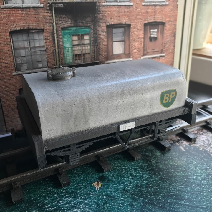 Tank and Flatbed Wagon for 16mm Scale Garden Railway