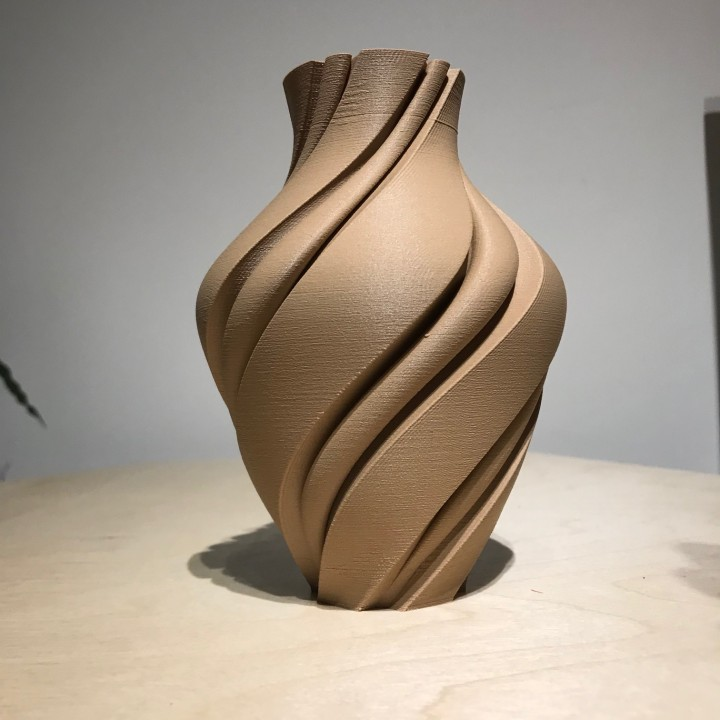 vase with groves