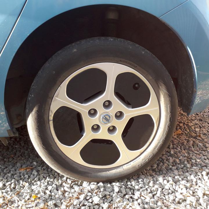 "Nissan Leaf alloy rim aero inserts (""Leaf Petals"")"