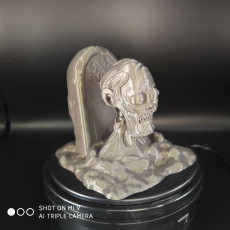 Picture of print of Zombie with the tombstone