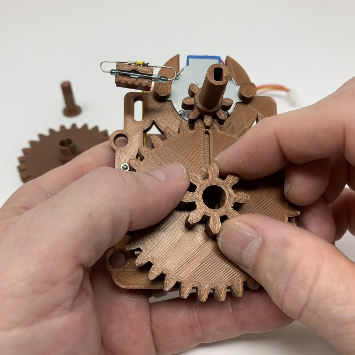 'Antique' Auto Correcting Analog Clock