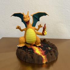 Picture of print of pokemon Charizard con base