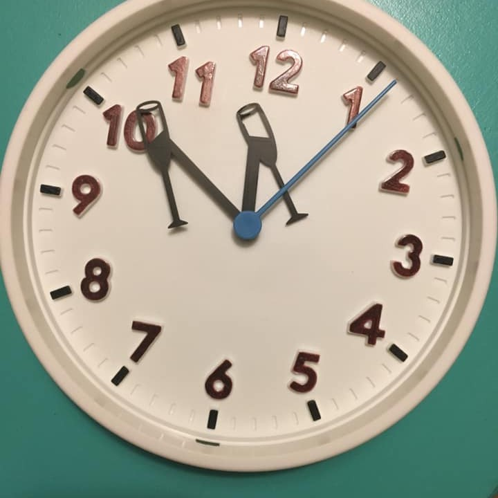 New Years Eve Clock - 3D printed champagne hands
