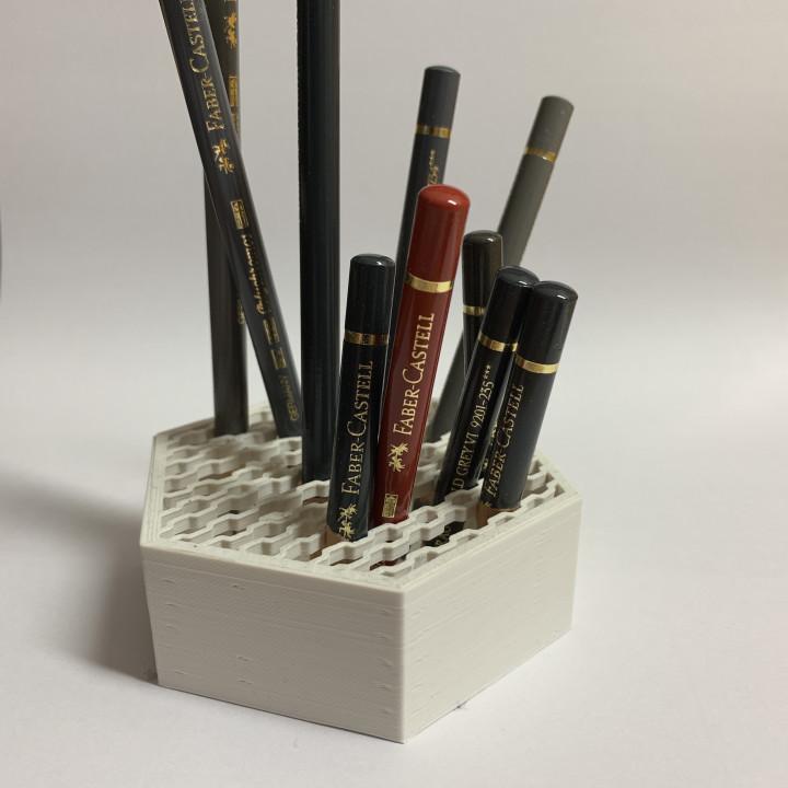 Honeycomb pen holder