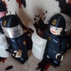 LEGO GIANT  RIOT POLICE SPANISH