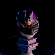 Picture of print of The Dark Knight bust Esta impresión fue cargada por Mark Rhodes