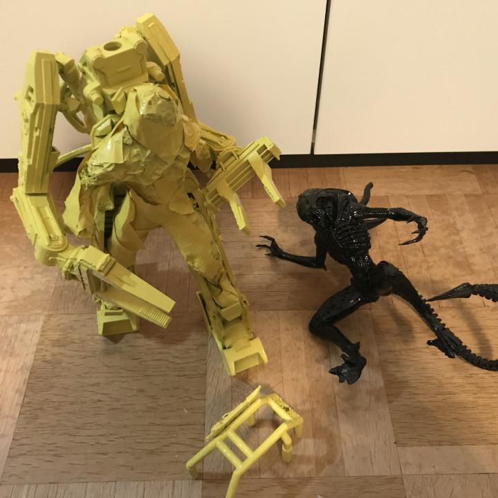 DIY Alien vs. Power Loader fight with LED lights