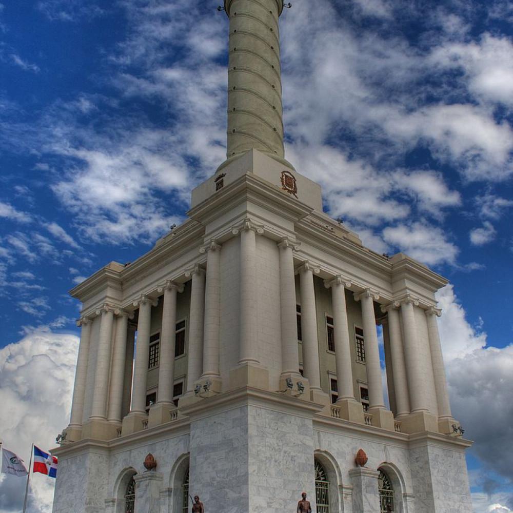 1000x1000 800px monumento a los he roes de la restauracio n 2013
