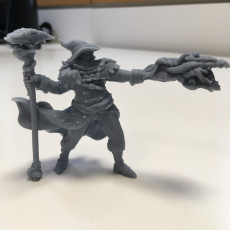 Picture of print of Human Male Wizard (32mm scale miniature)